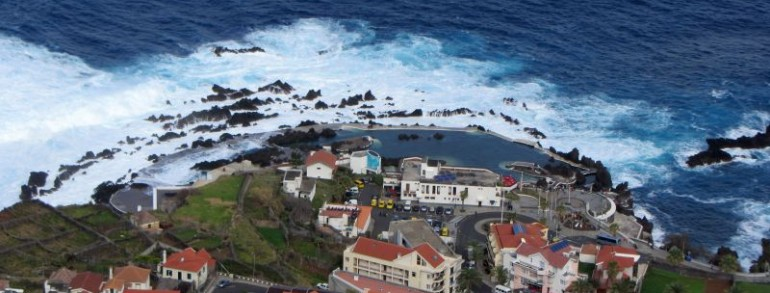 Drumul de la Funchal la Porto  Moniz trece prin Camara de Lobos